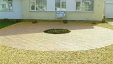 Block paving with decorative gravel